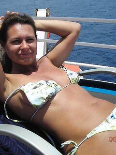 Зрелую давалку оттрахали на палубе круизного лайнера