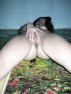 Мастурбирующая фифа успела получить оргазм