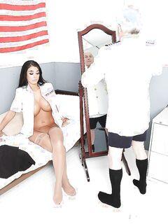 Сисястая жена капитана корабля сосет большой член матроса