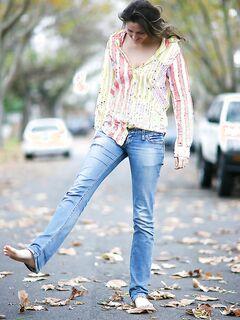 Darya прогулялась голышом осенью по улице
