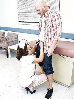 Пациент оттрахал Liza Del Sierra с огромной задницей