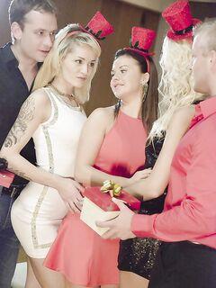 Девушки Adele Sunshine, Bella Baby и Karol Lilien приняли участие в горячей групповухе
