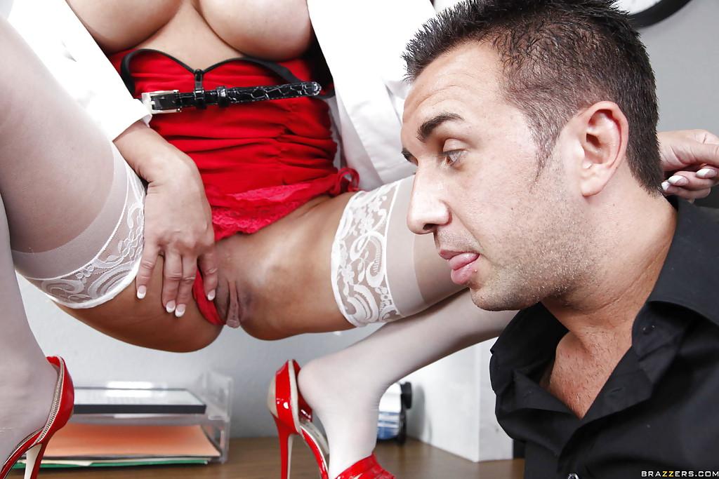 Сексуальная медсестра обслужила большой член больного