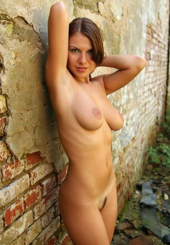 Роскошная фифа блещет голым бюстом