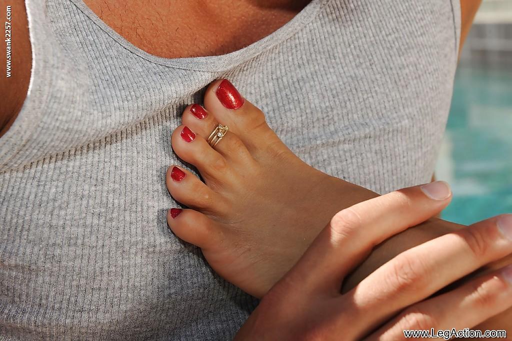 Питер целует ноги Mulani Riveraи трахает ее в разных позах