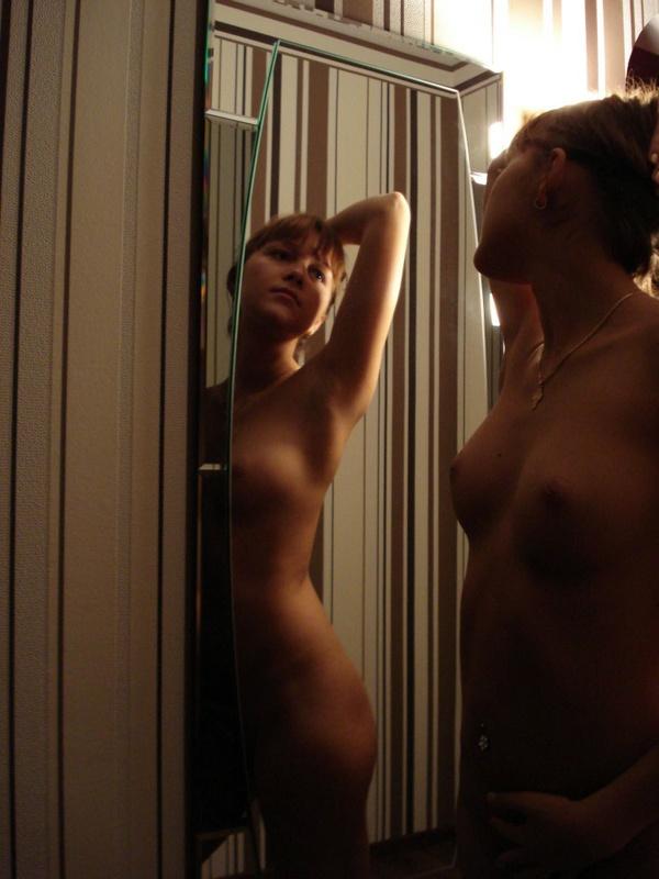 Сексуальная красотка засняла пикантные места в ванной