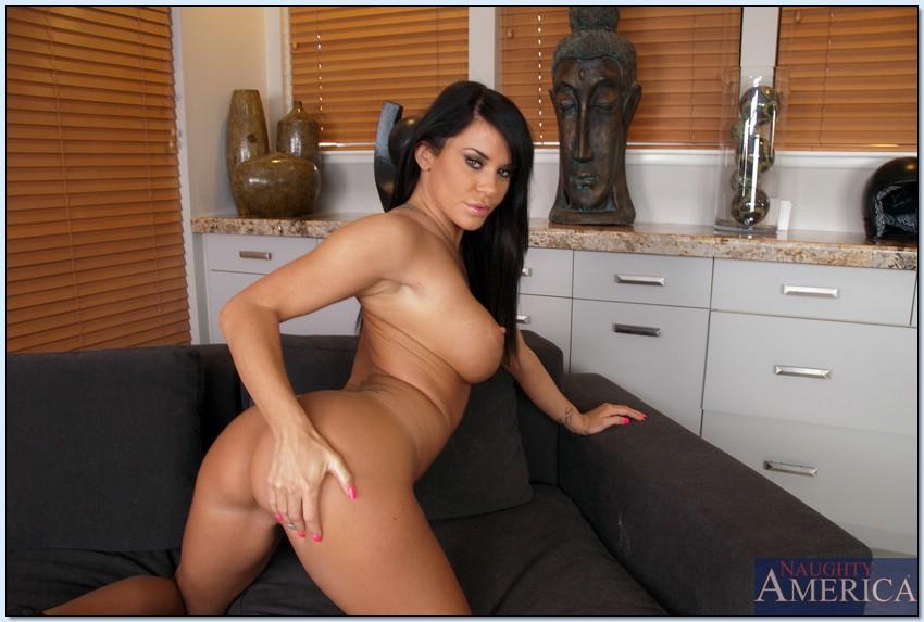 Savannah Stern показала свое сексапильное тело