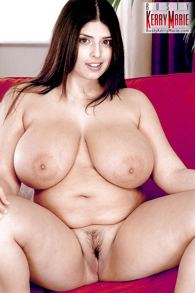 Толстуха Kerry Marie ласкает свое пухлое тело