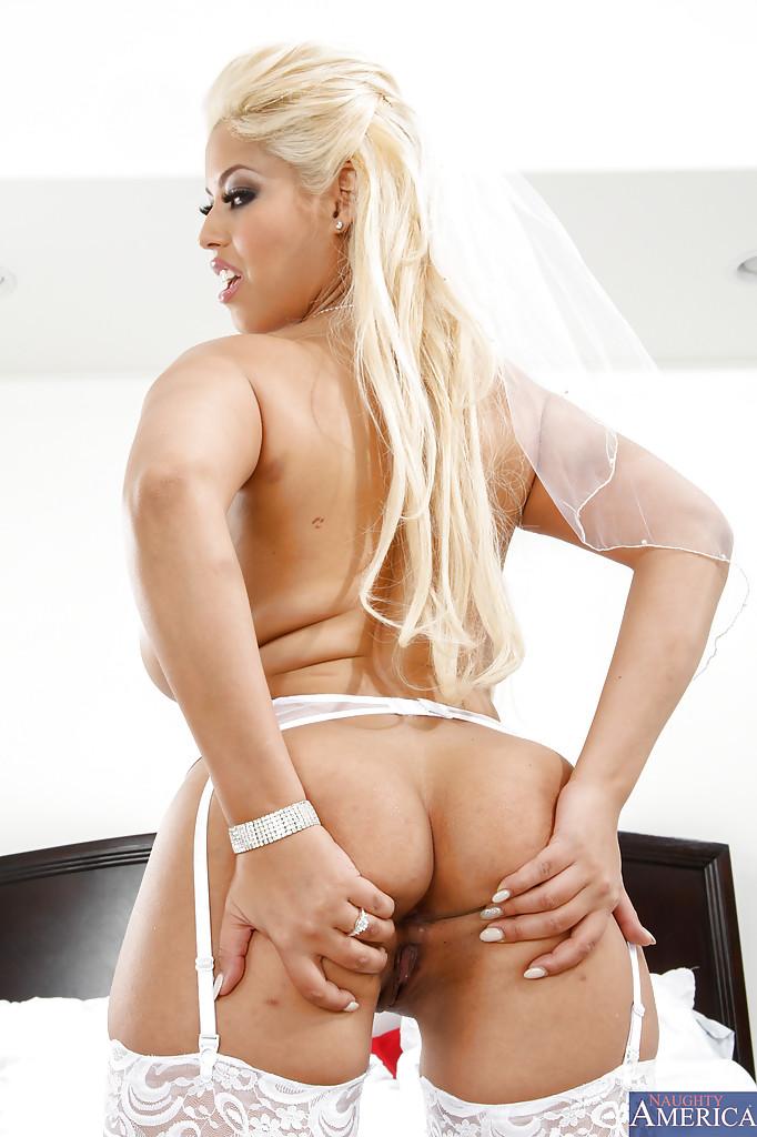 Невеста Bridgette B. готова к сексу с кем попало
