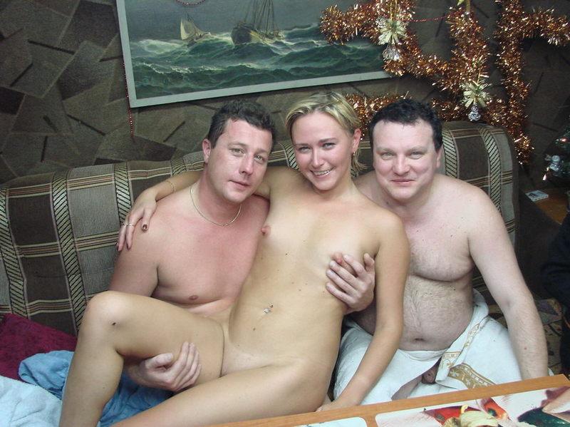 Супружеские пары отхлестали друг другу голые задницы
