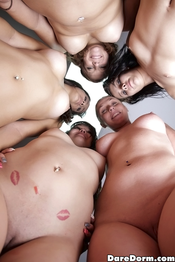 Alaina Kristar с подружками сосет соседу по комнате