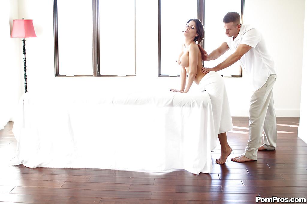 Сначала массаж для Aleksa Nicole, а затем и секс