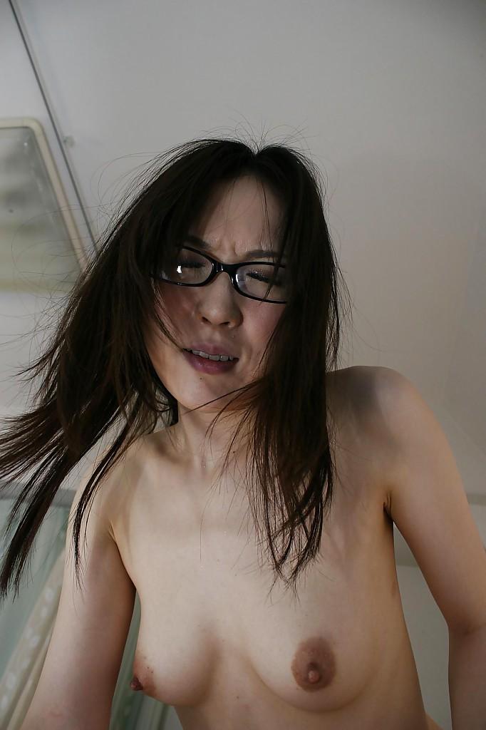 Китаянка Miu Shinohara принимает хер в волосатую щель