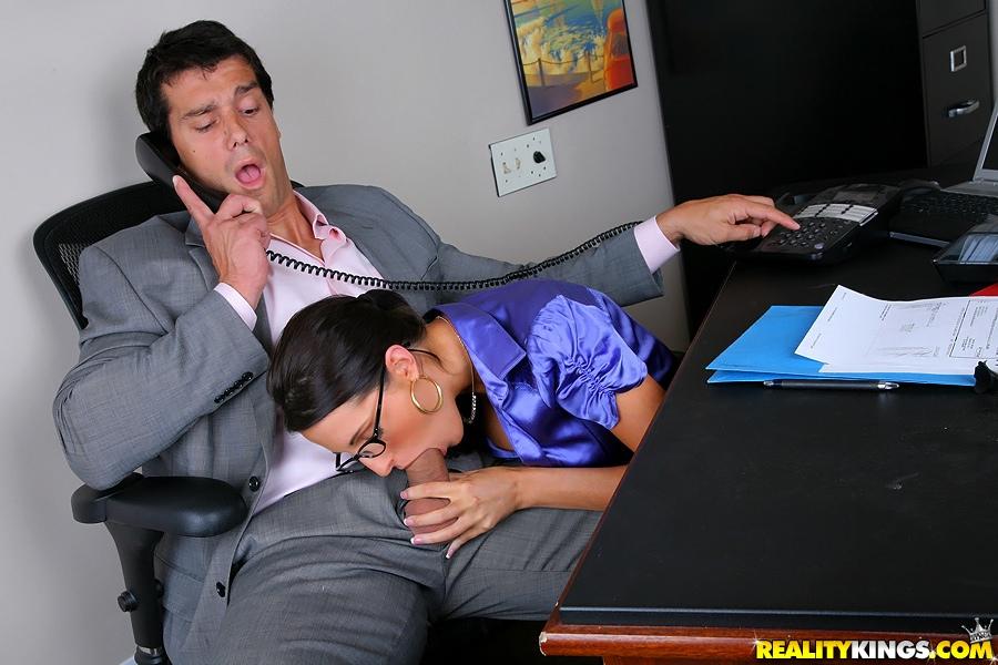 Kortney Kane отдалась шефу после совещания