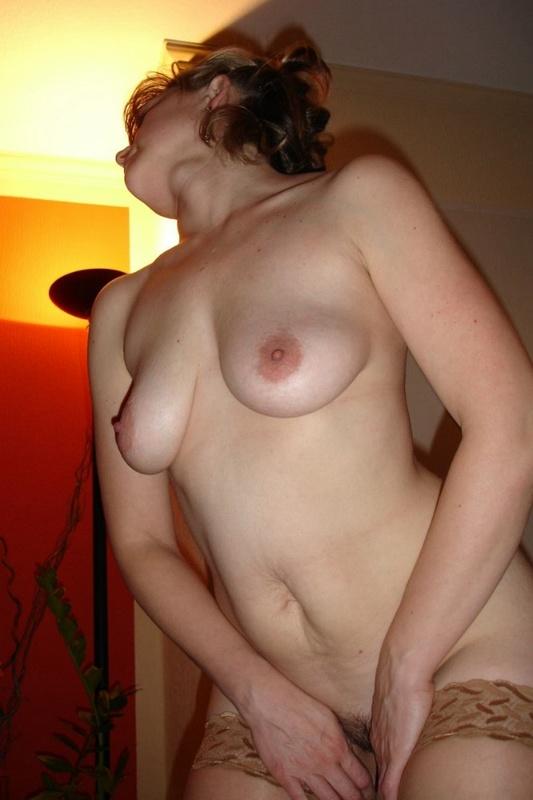 Дама с волосатой вульвой жаждет активного секса